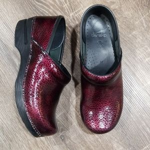 Dansko crackled leather classic clogs size 39